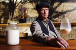 Người cao tuổi uống sữa như thế nào cho đúng?