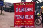 """Hàng chuyên dụng Vietnam Airlines giá """"bèo"""" tràn lan ngoài... vỉa hè"""