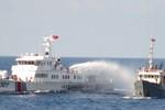 Bị tàu Trung Quốc tấn công bằng vòi rồng, tàu Việt Nam đáp trả