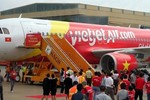 Hàng không Việt Nam: Xóa độc quyền từ chiếc xe thang