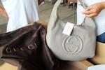 Bắt giữ lô hàng hiệu Gucci 16 tỷ: Đề nghị truy tố 2 cán bộ hải quan
