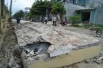 Cổng trường đổ, đè trúng ca bin xe tải: 4 người chết tại chỗ