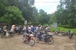 Hàng trăm người bỏ gặt lúa tiếp tục canh hiện trường ở công ty Nicotex
