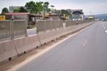 Thanh Hóa: Phá rào chắn, đập dải phân cách trên Quốc lộ 1A để bán hàng