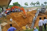 Bắt tạm giam 2 giám đốc vì đường ống nước Sông Đà vỡ 10 lần