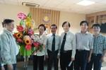 Hội khuyến học Việt Nam thăm, tặng hoa Hiệp hội các trường ĐH, CĐ ngày 20/11