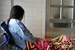 Khởi tố vụ án, khởi tố bị can phụ huynh đánh giáo sinh đến chấn động thai