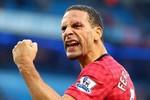 Cận cảnh cú ném xu trúng mặt khiến Rio Ferdinand đổ máu