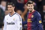 """Pique âu yếm Ronaldo trong trận cầu """"Siêu kinh điển"""""""