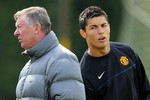 Real Madrid - M.U: Trận đấu của... bạn bè