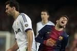 Sao Barca lại phô diễn kỹ nghệ ăn vạ siêu hạng