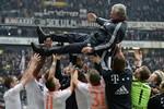 'Nhà vua' mới Bayern Munich: Vĩ đại qua từng con số
