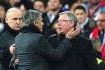 Mourinho không muốn khóc vì Alex Ferguson