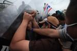 Cảnh sát Thái Lan đụng độ với người biểu tình đòi lật đổ Chính phủ