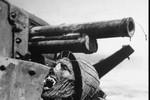 Câu chuyện đằng sau bức ảnh chiếc đầu lính Nhật trên xe tăng