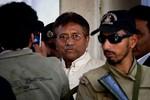 Cựu Tổng thống Pakistan tự nộp mình cho cảnh sát