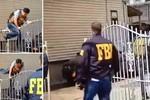 Video: Nhân viên FBI vật lộn trèo qua cổng... mở
