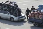 Công nhân Hàn Quốc chất đồ như núi rời Kaesong