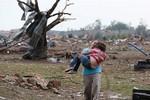 Video: Cảnh lốc xoáy kinh hoàng tấn công Oklahoma, Mỹ