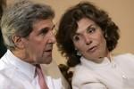 Vợ Ngoại trưởng Mỹ nhập viện trong tình trạng nguy kịch