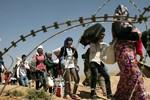 Video: Dòng người tị nạn người Kurd ở Syria đổ tới biên giới Iraq