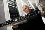 Bán máy chủ chứa tài liệu mật về Afghanistan và Iraq của WikiLeaks
