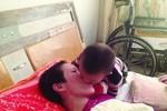 Bé 2 tuổi đánh thức người mẹ hôn mê suốt 3 năm