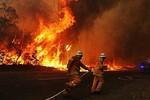 Video: Cháy rừng dữ dội tại Úc, lửa đang lan nhanh về phía Sydney