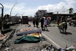 Nạn nhân siêu bão Haiyan ở Philippines bỏ chạy vì tin đồn sóng thần