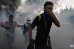 Quân đội Thái Lan trung lập, người biểu tình đụng độ cảnh sát