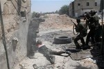 Syria tố quân nổi dậy đang cố cướp các kho vũ khí hóa học