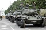 Quân đội Thái Lan điều xe tăng, pháo hạng nặng vào Bangkok