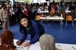 Thủ tướng Thái Lan đề xuất hoãn bỏ phiếu thăm dò
