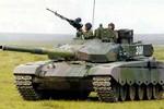 Tăng 2cm chiều cao, lính Trung Quốc chật vật với xe tăng 30 năm trước