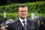 Phương Tây đe dọa trừng phạt, Tổng thống Ukraina đồng ý ngừng bắn