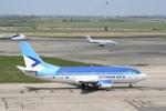50 tay súng đột nhập sân bay ngăn Tổng thống lâm thời Ukraina hạ cánh