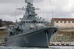 Chiến hạm Ukraina chống lệnh Kiev, treo cờ Nga khi tập trận trở về