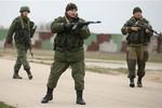 Lính Nga nổ súng cảnh cáo người Ucraine đòi căn cứ không quân Belbek