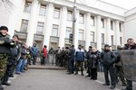 Ukraine tuyển người biểu tình vào quân đội mới
