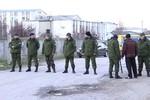 Ukraine cáo buộc Nga bắn chết binh sĩ ở Crimea, cho phép nổ súng tự vệ
