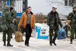 Hàng chục quân nhân Ukraine rời bỏ căn cứ tại Crimea