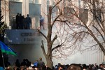 Dân 3 tỉnh phía đông Ukraine chiếm trụ sở chính quyền đòi ly khai