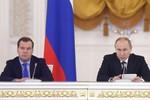 Putin ký quyết định tăng lương cho mình và Thủ tướng