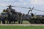 Video: Thiết bị quân sự Ukraine tập kết gần Slaviansk