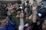 """Ảnh: Người biểu tình ủng hộ Nga gây """"bão"""" đồn cảnh sát Odessa"""