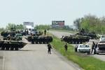 Video: Xe tăng, tên lửa quân đội Ukraine bao vây Slaviansk