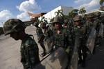 Thái Lan tuyên bố lệnh giới nghiêm toàn quốc, bắt giữ Suthep