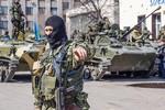 Ukraine tức giận Nga cho lực lượng ly khai đưa xe tăng qua biên giới