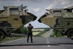 Lực lượng ly khai tấn công biên giới Ukraine, 30 binh sĩ bị thương