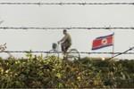 Trung Quốc dừng cung cấp dầu, Trung đoàn trưởng Triều Tiên đi xe đạp